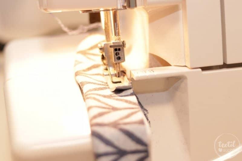 Nähschule: Einkräuseln mit der Nähmaschine - Schritt 3 | textilsucht.de