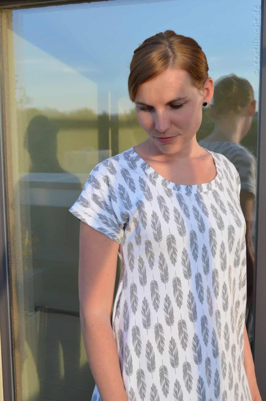 Shirt Schnittmuster Ebby aus Feder-Jersey von Staghorn Design - Bild 3 | textilsucht
