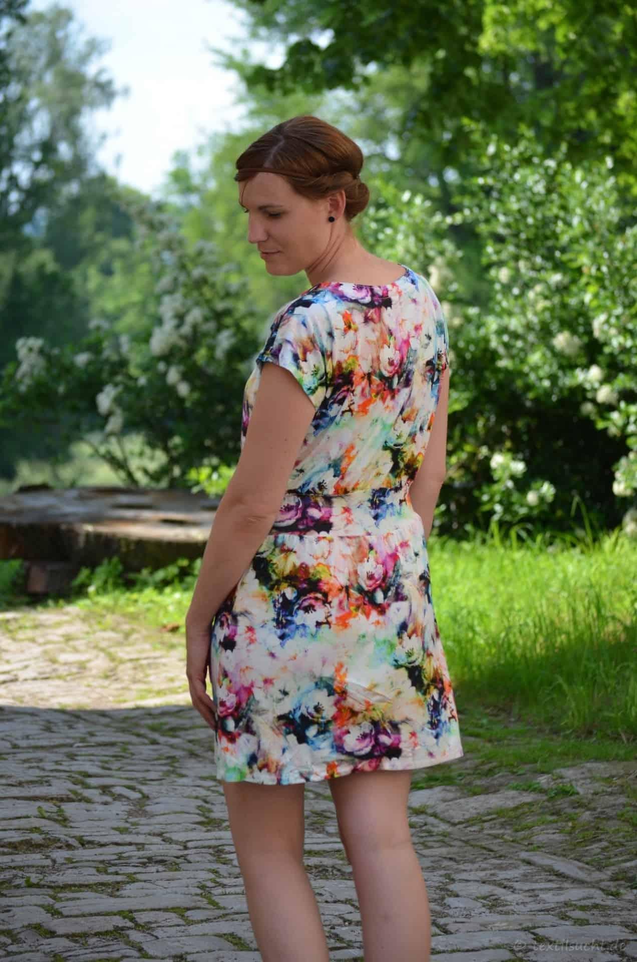 Lieblingskleid Federleicht: Schnittmuster Sommerkleid mit Bündchen - Bild 4