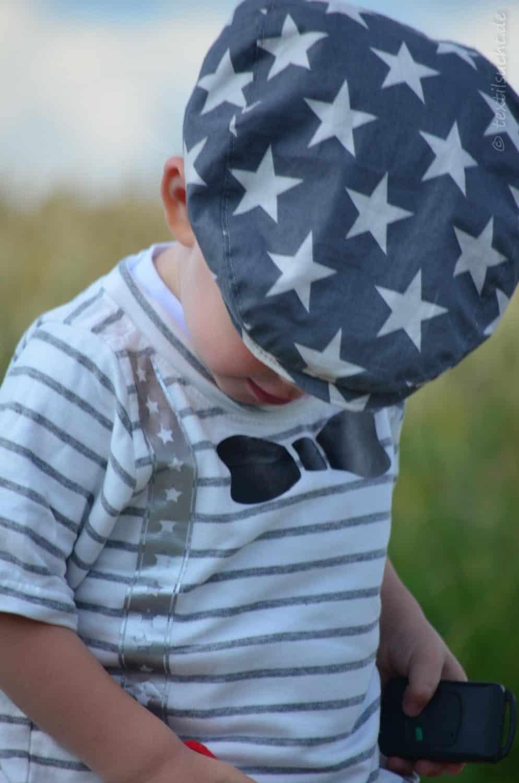 Ein Taufoutfit aus Shirt und Mütze für Jungs - Bild 5 | textilsucht.de