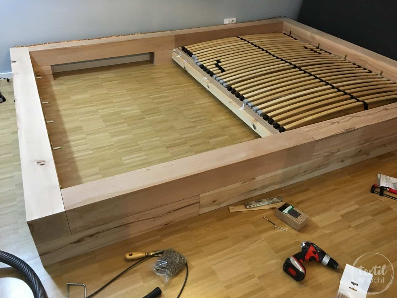 einmal neues schlafzimmer bitte xxl familienbett bauen textilsucht. Black Bedroom Furniture Sets. Home Design Ideas