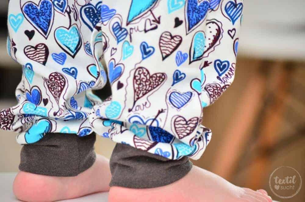 Ein etwas anderes Jungsoutfit aus Herzchenjersey von Traumstoffe