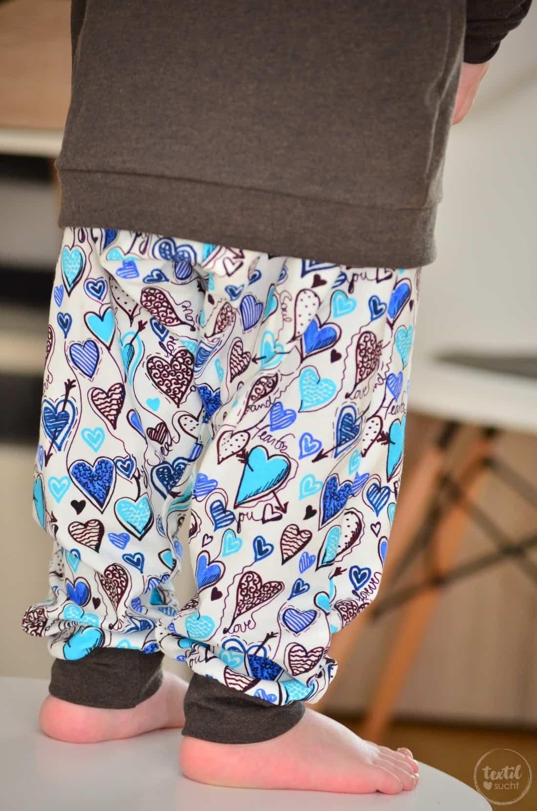 Ein etwas anderes Jungsoutfit aus Herzchenjersey - Bild 1 | textilsucht.de