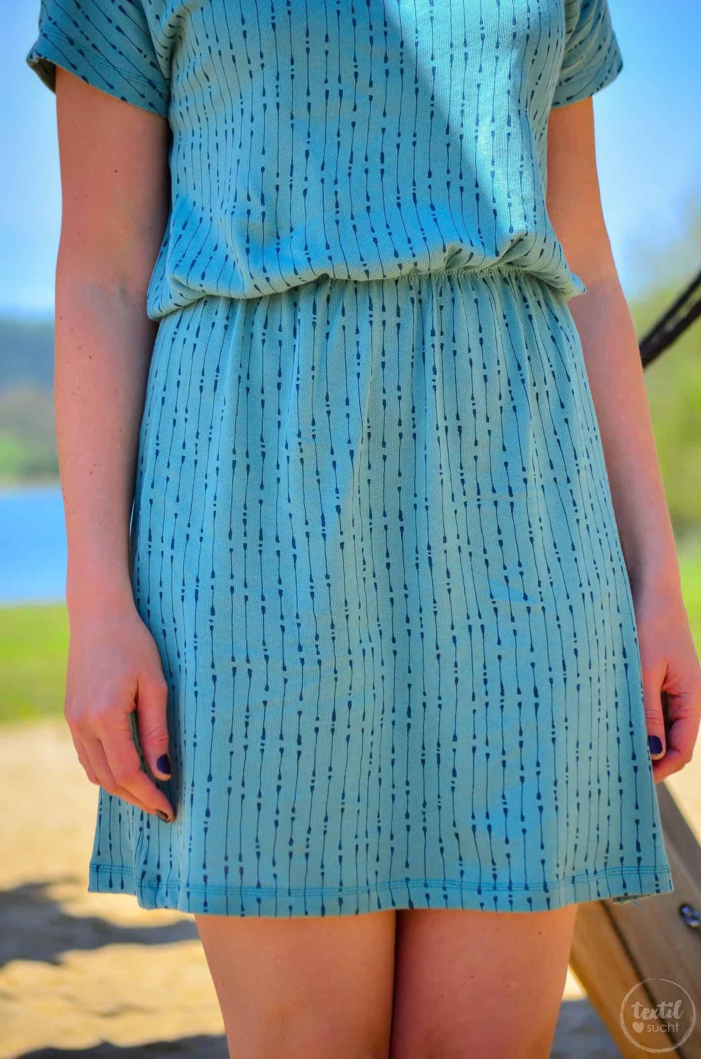 Schnittmuster Shirt Lilla: Kleid mit U-Boot Ausschnitt nähen - Bild 3 | textilsucht.de