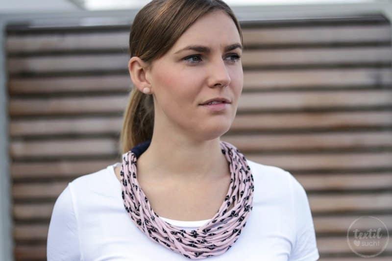 Kette aus Jerseyresten in 10 Minuten nähen - Bild 1 | textilsucht.de
