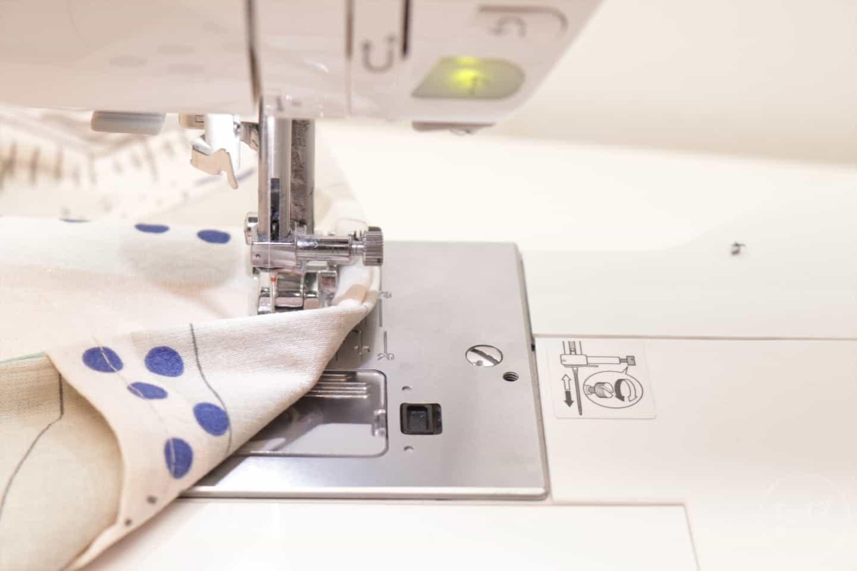 Nähanleitung: Kissenbezug ohne Reißverschluss - Schritt 7 | textilsucht.de