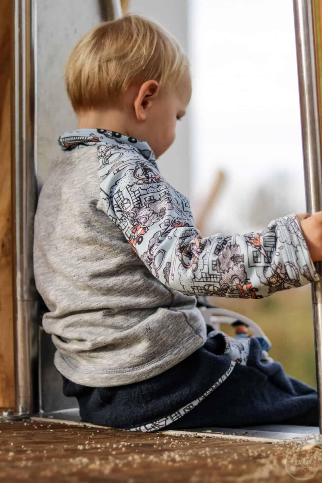 Kinderoutfit aus Walkhose und Sweater nähen - Bild 1 – textilsucht.de