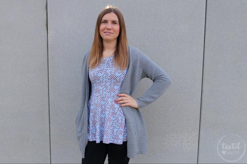 Schnittmuster Kleid Cariba mit gerafften Vorderteil gekürzt zum Shirt - Bild 1 | textilsucht