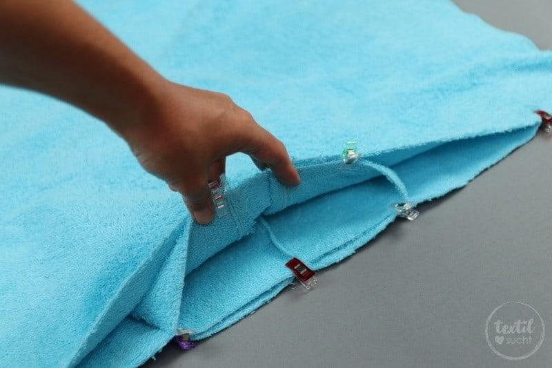 Nähanleitung: Badeponcho mit Kapuze selber nähen - Schritt 7 | textilsucht.de