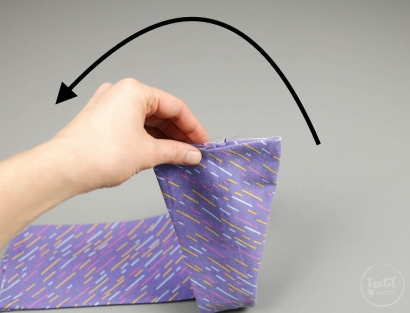 Kostenlose Nähanleitung: Knotenhaarband nähen - Schritt 5 | textilsucht.de