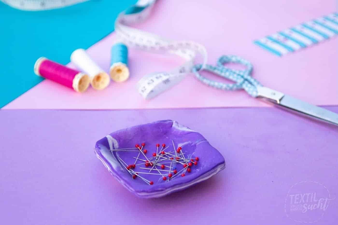 Magnetische Nadelschale aus Fimo basteln - Bild | textilsucht.deMagnetische Nadelschale aus Fimo basteln - Titelbild | textilsucht.de
