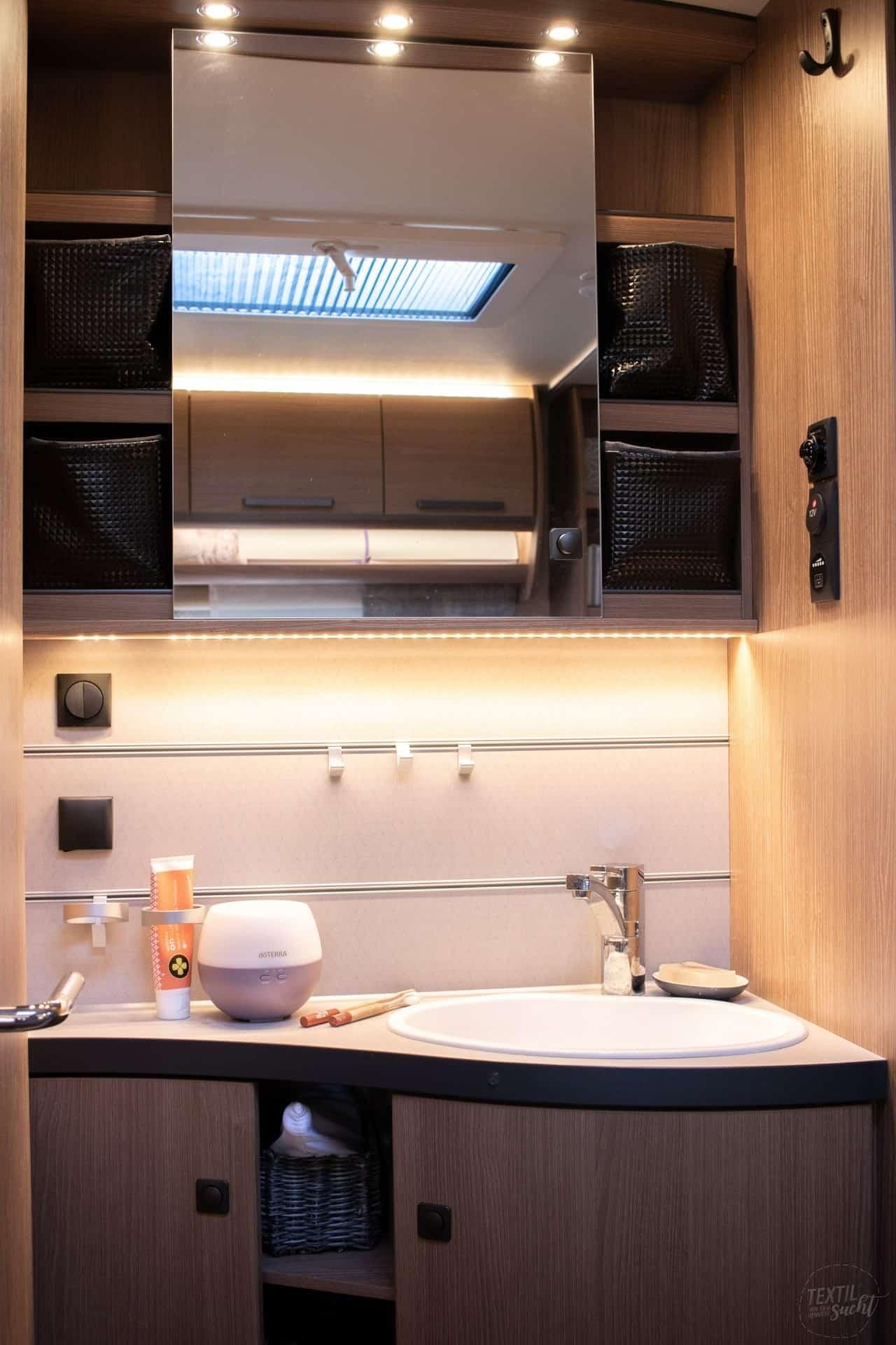 Waschplatz mit Spiegelschrank im Fendt Saphir SKM 650