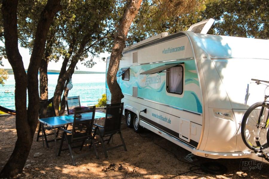 Campingplätze Kroatien: Camping Rapoća - Stellplatz direkt am Meer